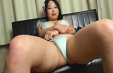 Hikaru Aoyama Asian in tiny bikini sits with ass up in the air