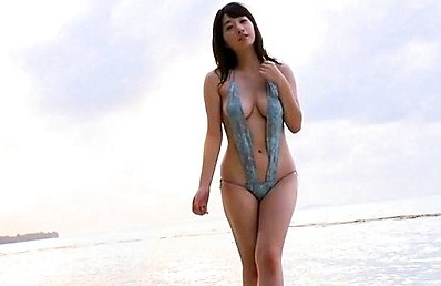 Arie Ikeda Asian shows firm boobs in sexy bath suit at the beach