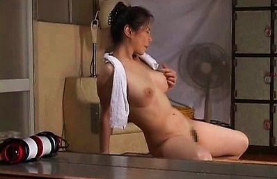 Juri Yamaguchi plays with her mature tits while she gets horny