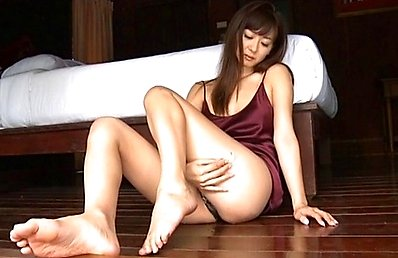 Aoi Nakamura Asian shows hot tits and sexy tummy under lingerie